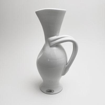 White ceramic vase by Margrit Linck_0